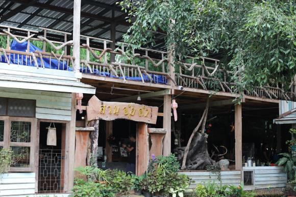 中国游客第一次到泰国清莱,看到网红美食蒙了:这怎么能叫糖果呢