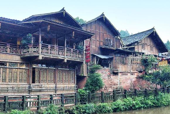 四川这座古镇 一年有200天都在下雨 风光堪比乌镇却少有游客!