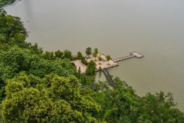 """镇江一个历史悠久的景区,为""""天下第一江山"""",山清水秀古迹众多"""