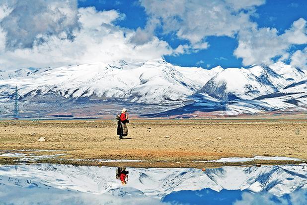 一步一磕头500公里去拉萨!自驾青藏线,遇到最虔诚的朝圣者