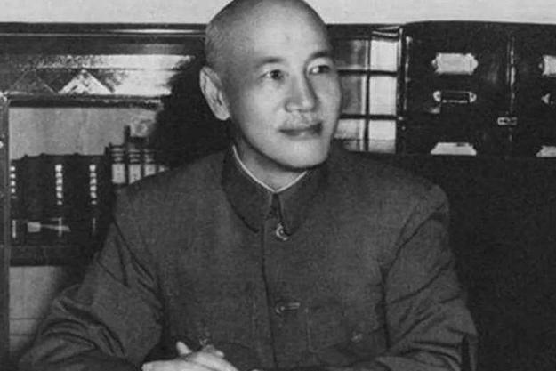 蒋介石第一次下野后最恨两个人,这两个人是谁?