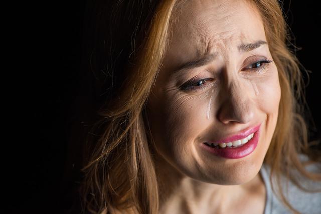 90后宝妈哄完娃睡觉,却发现家人已吃光饭菜,情绪崩溃摔门而走