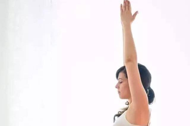 瑜伽神奇体式—雷电坐,平小腹、促消化,彻底摆脱大腹婆