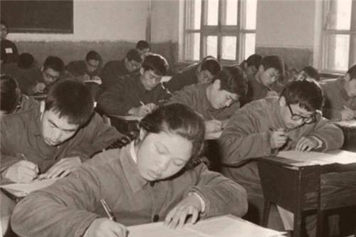 她是恢复高考后的第一位女状元,语文仅差1分满分,如今怎样了?