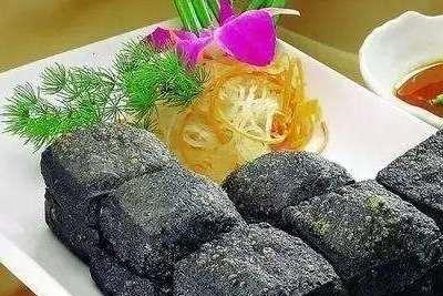 男士请注意:请女生吃火锅时,这4类食物最好别点,否则就太尴尬