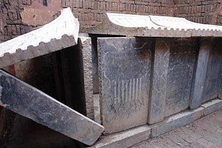 唐朝古墓被盗墓贼光顾八次,专家不甘心抬走棺椁,因此获82件国宝