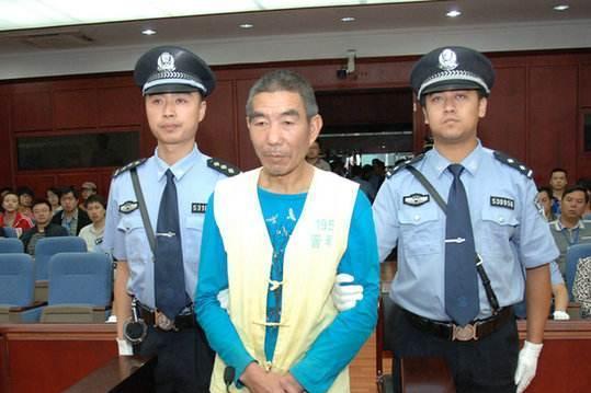 他曾被判死刑,缓刑出狱之后再次作案,连杀11名少年