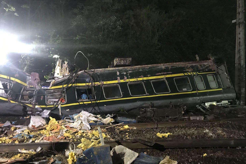 T179脱轨事故背后,村民发现塌方并报警,为何没有送达列车司机