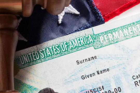 美国公共负担新规上路,拿绿卡更难!中国放宽外籍人士入境政策!