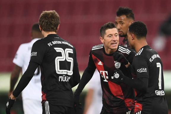 德甲2豪门拒绝爆冷,莱万22球甩开C罗,拜仁4分领跑