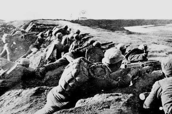 日军当着他的面杀俘虏,他抢过手枪一连击杀好几个日军,后被杀害