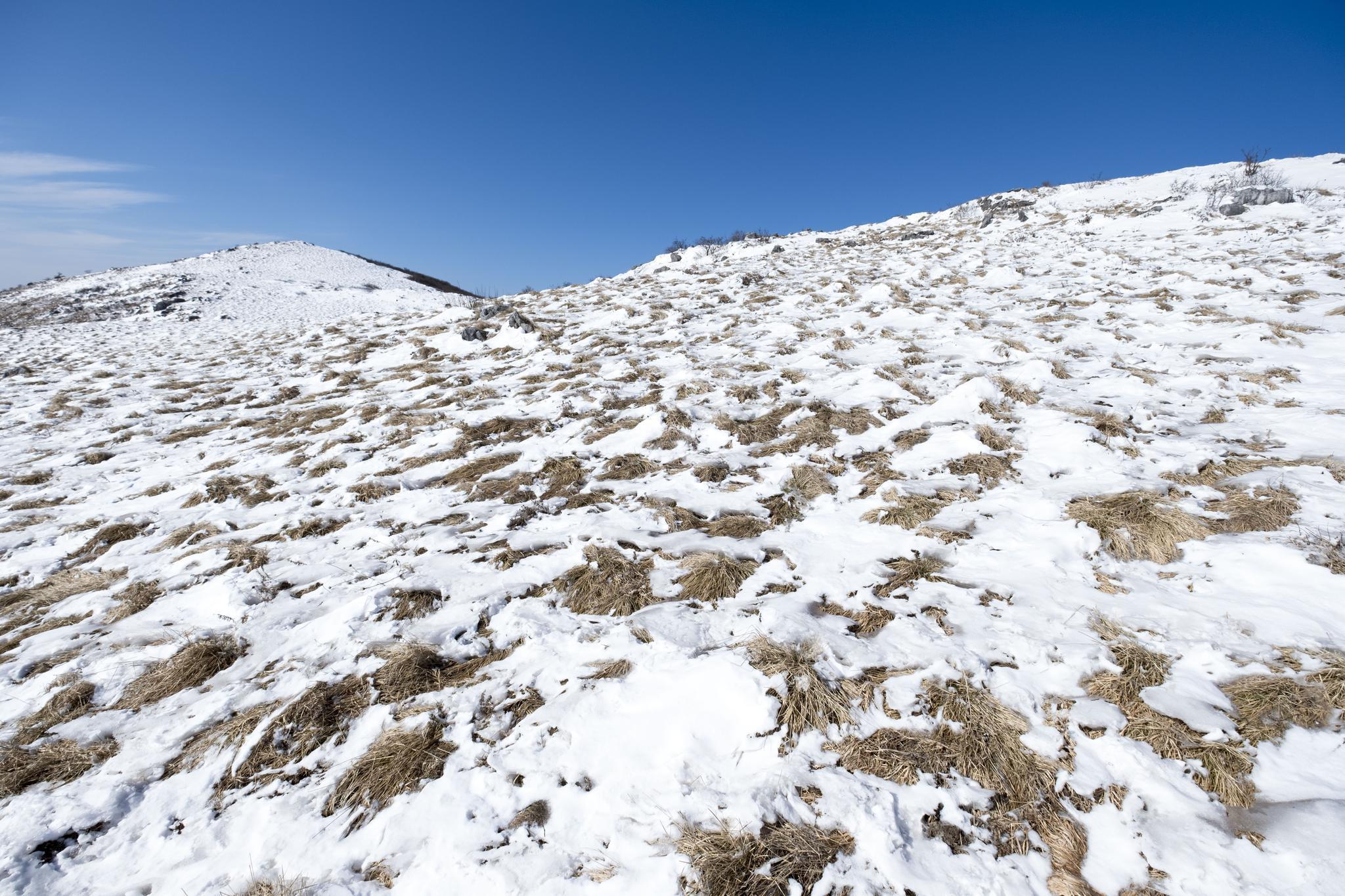 实拍秦岭紫柏山,登顶之后能看到上百座山峰,还有一堆陨石坑奇观