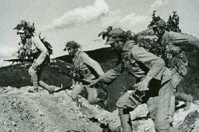 解放战争:华野有多强?自己面对30万国军,还抽出5个纵队帮中野