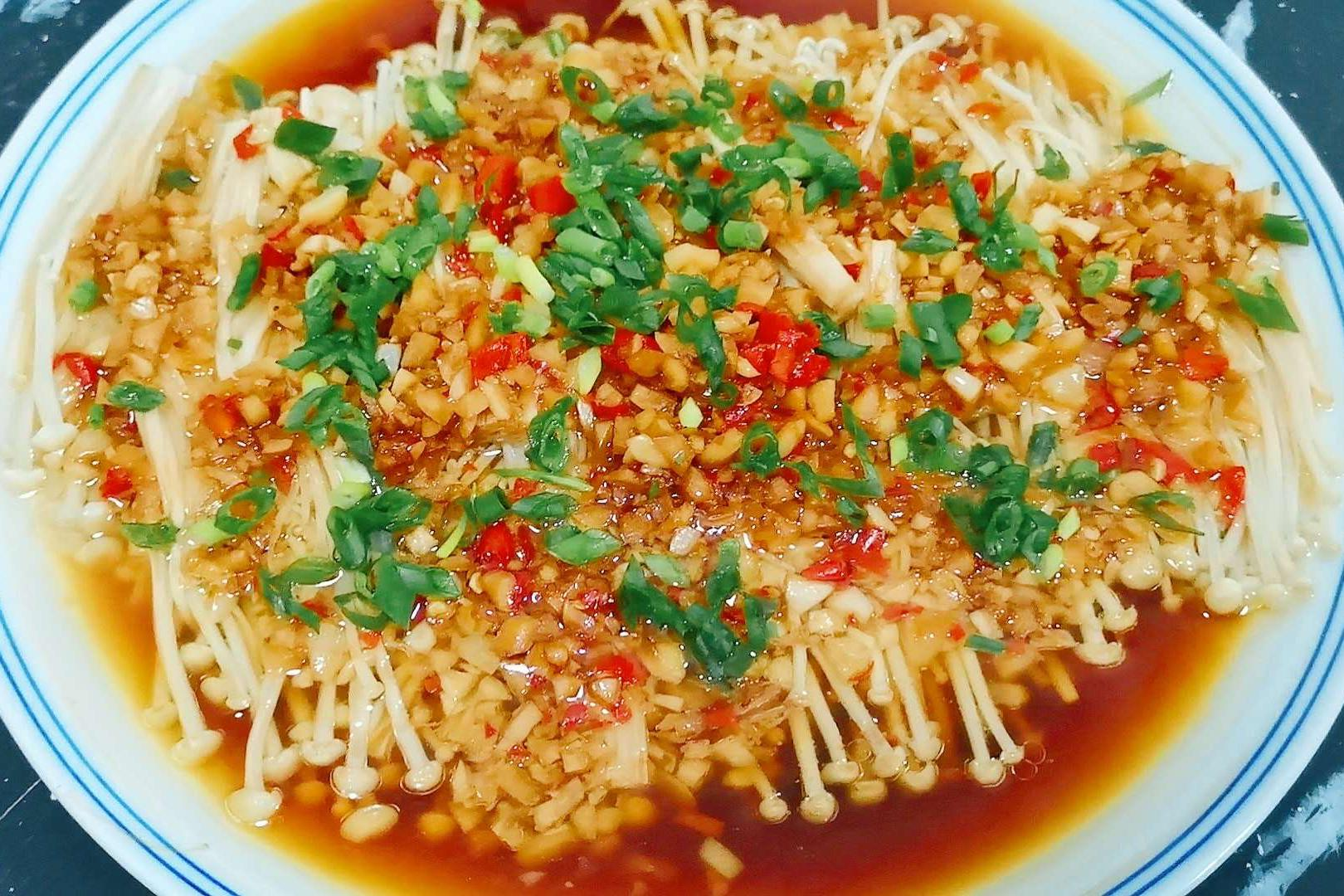 家有金针菇和大蒜,一定试试这样做,太下饭了,比吃肉都过瘾