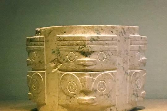 一件精美的玉器,来自4000多年前,专家困惑:这雕工绝了