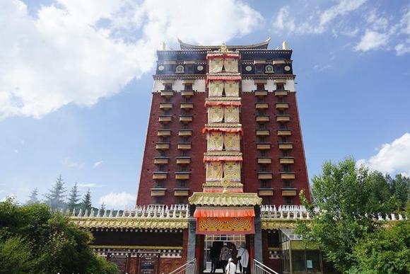 甘肃这座佛阁 罕见供奉藏传佛教各派宗师 建筑精妙全球独此一处!