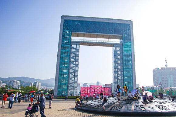 中国最有特色的海滨城市,坐拥海鸥王国、天鹅村,一年四季美如画