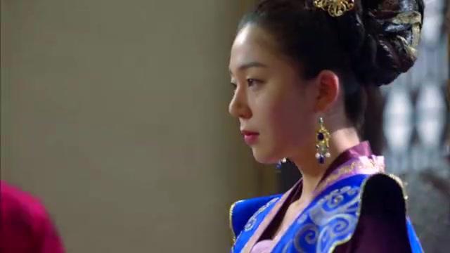 韩剧:朱镇模发现白珍熙居然是皇后,不免大吃一惊,却强装镇静