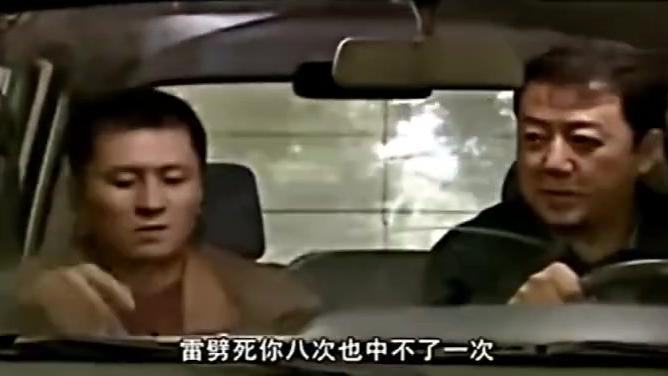 疯狂的石头:郭涛偷开别人车,不料天降可乐瓶,把车窗砸碎了