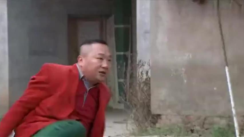 村霸太嘚瑟了,穿着红衣服欺负水牛,结果水牛当场发飙这下好看了