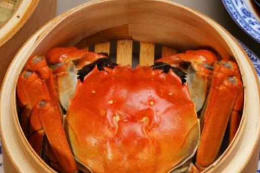 蒸螃蟹,用冷水还是热水?老渔民教你一招,不掉腿不流黄,无腥味
