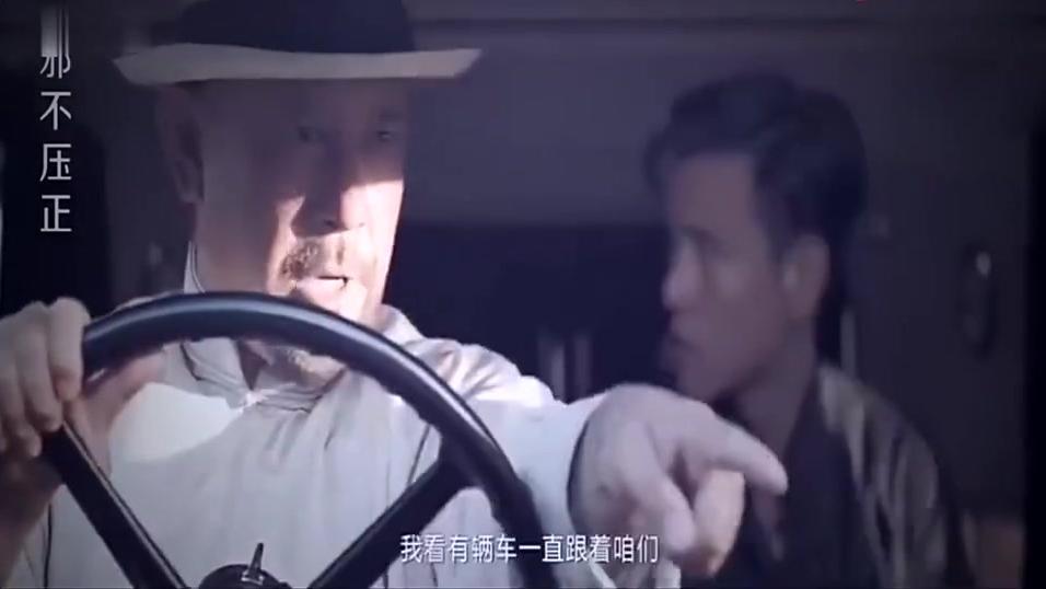 邪不压正,姜文和廖凡飙戏,在车里互扔手雷,最后一起跳车,太逗