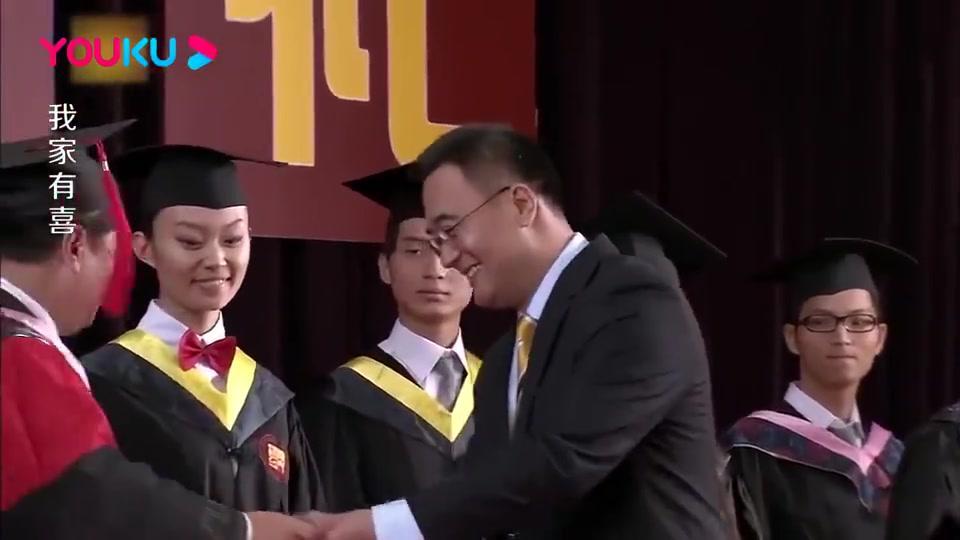 母亲参加儿子毕业典礼,竟发现失踪前夫成了富豪,当场泪崩!