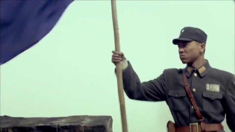 鬼子拿坦克吓唬金戈,怎料金戈拿着旗子单刀赴会,连鬼子都佩服了