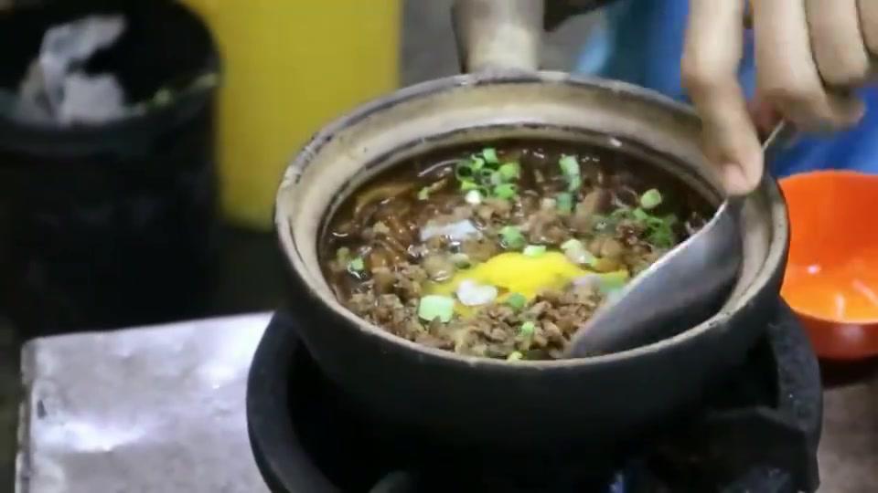 马来西亚唐人街,煲仔老鼠粉,鸡蛋是亮点