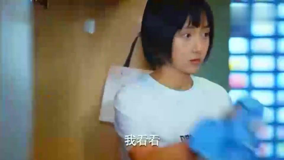 二十不惑:关晓彤和室友撞衫,回怼:老娘最美,谁丑谁尴尬!