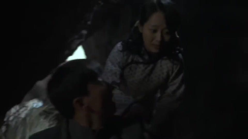 战长沙:牛骏峰无意开枪,不料引来注意,杨紫着急了,快逃!