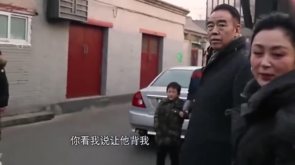 """陈红撒娇让陈凯歌大街上""""背她""""?……"""