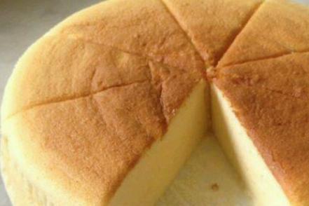 """松软的酸奶蛋糕来了,只需简单的4步,你也能做,快来""""减脂""""!"""