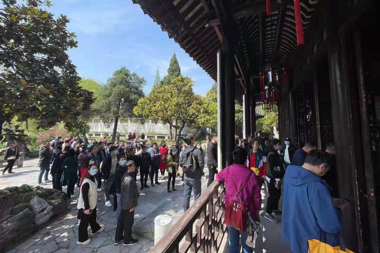 心中的景致:烟花三月邵志军手机摄影展正在扬州瘦西湖畔展出