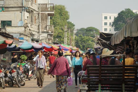 实拍缅甸的菜市场,看看是什么样子,跟国内的差距有多少?