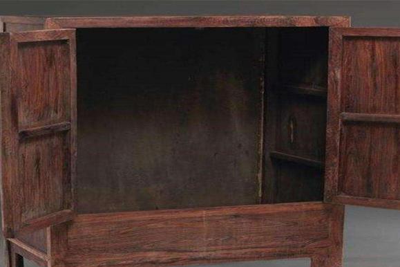 收藏家民间寻宝,价值百万的黄花梨木箱,最终只花六百块买走