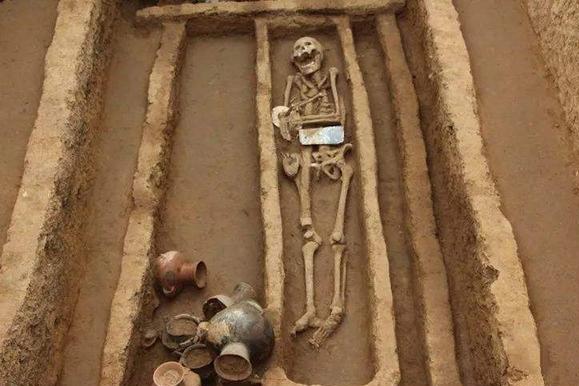 """山东遗址出土3000年前的""""美酒"""",考古家喝一口后,称味道一般般"""