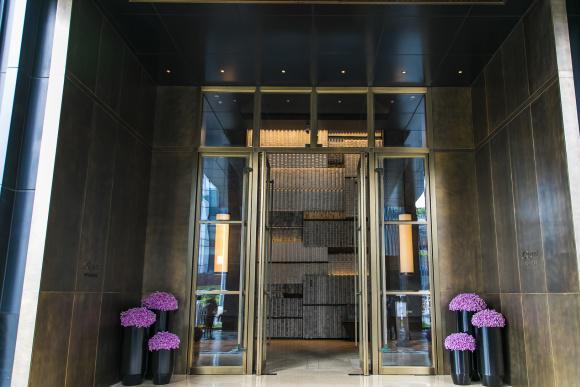 用夏布织画,用25万颗水晶做装饰,重庆这家酒店堪称人文艺术殿