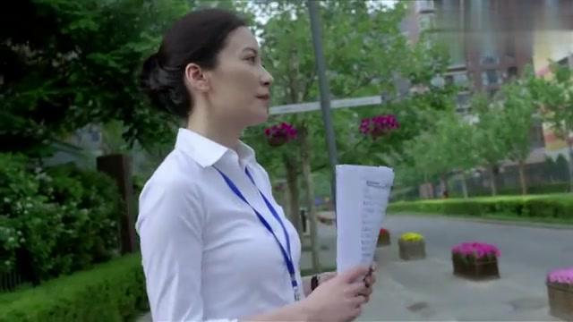 大丈夫:女儿在大街上卖房,父亲去看望,心疼的眼泪汪汪!