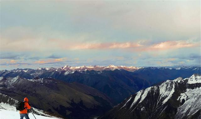 """世界上罕见的""""原始雪山"""",位于我国南部,是《中国机长》取景地"""