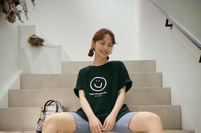 杨丞琳发六宫格美照,看到她的腿实名羡慕,李荣浩真的娶到宝了