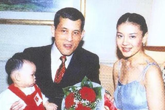 跟泰王欢度圣诞,还不知道母亲被逐出王宫