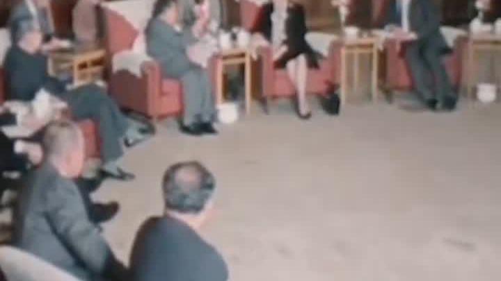 """当时邓小平会见撒切尔夫人时强调:"""" 问题是不能够 的!"""""""