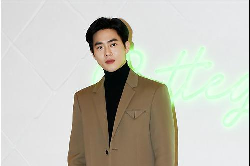 EXO成员SUHO将从今天开始服兵役