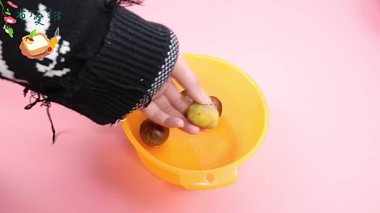 """今天才发现,板栗壳上有""""机关"""",轻松去壳,比剥香蕉还容易!"""