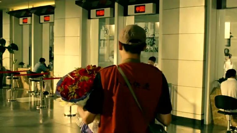 刘烨饰演的快递员真是轴,妹子都说不要了,还偏要她签单