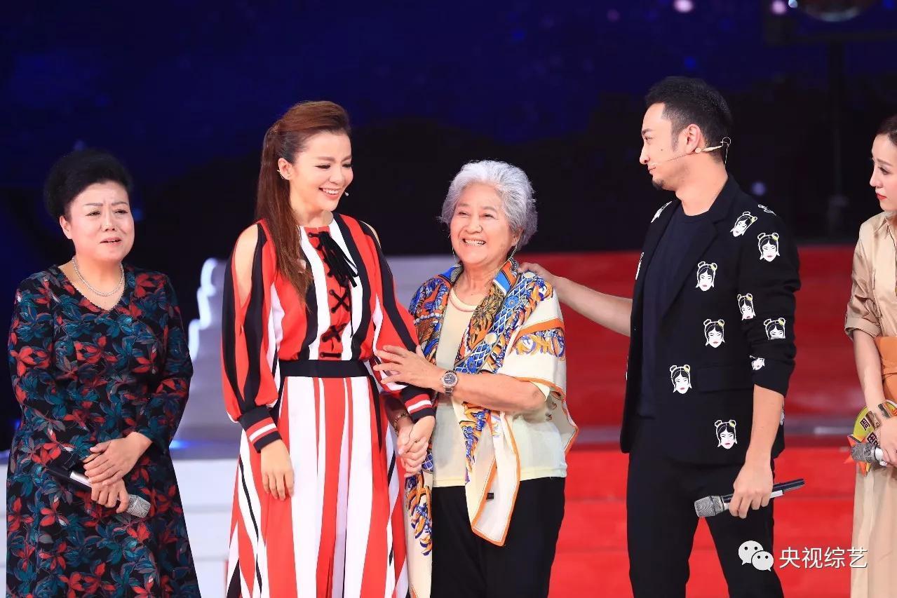 央视主持人与母亲:朱迅始终有遗憾、尼格买提最浪漫、张蕾很贴心