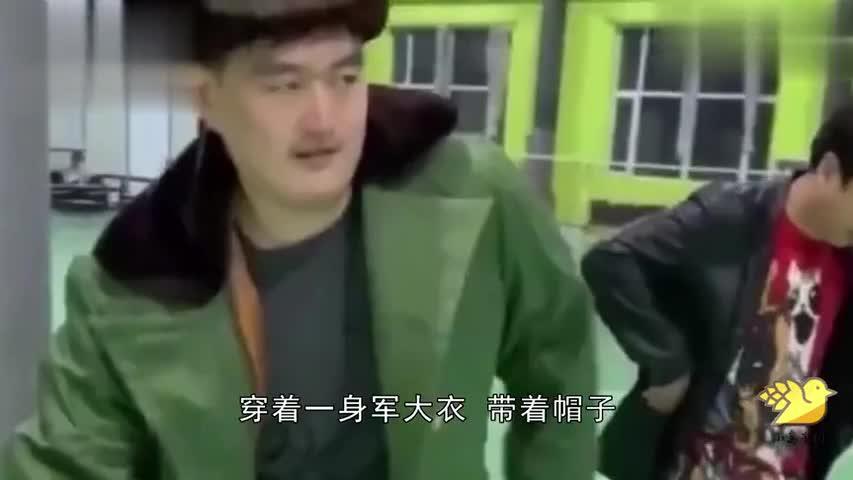 赵本山儿子近照曝光穿军大衣模仿父亲,表情动作神还原