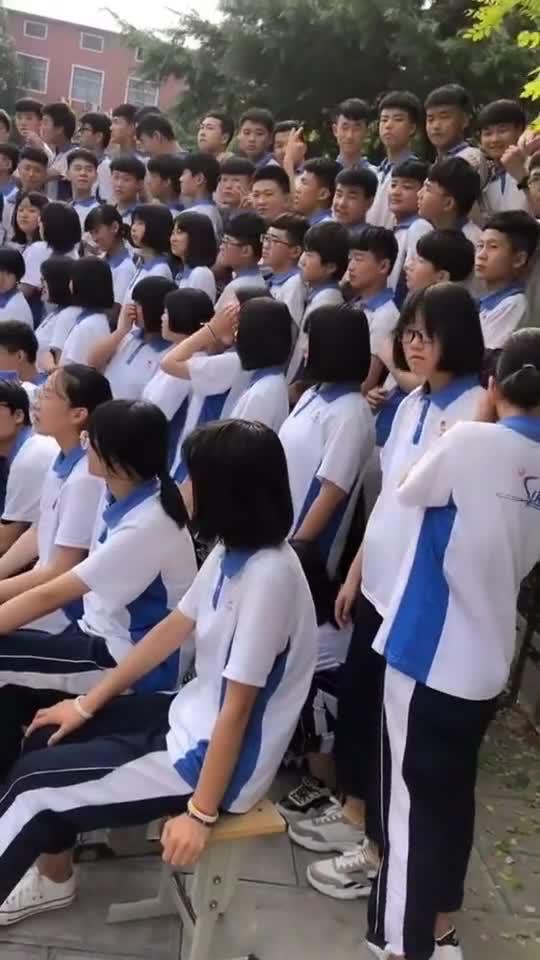 高三学生拍毕业照,这样的场景,怕是永生都不会忘!925