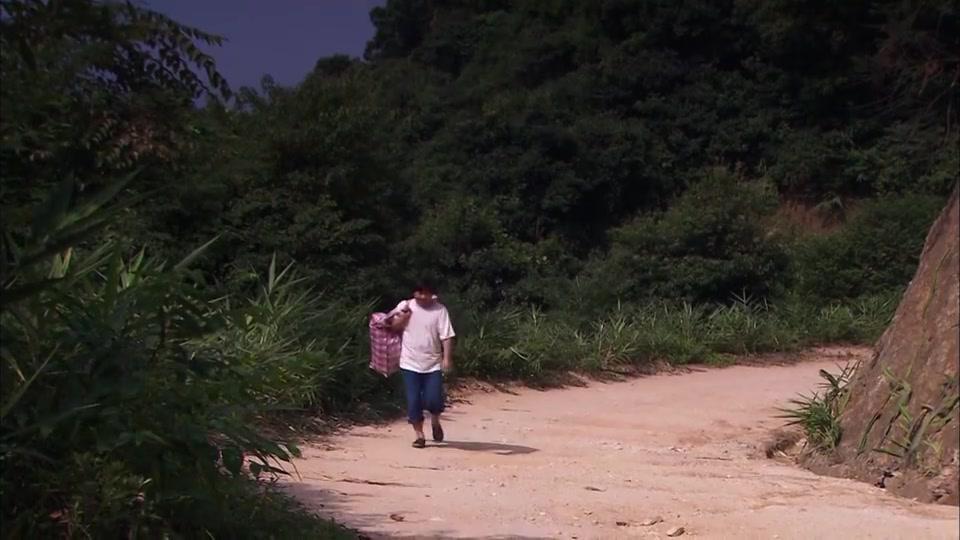 寻亲:穷小伙回村,看到自己女友抱着一个婴儿,一脸惊讶!